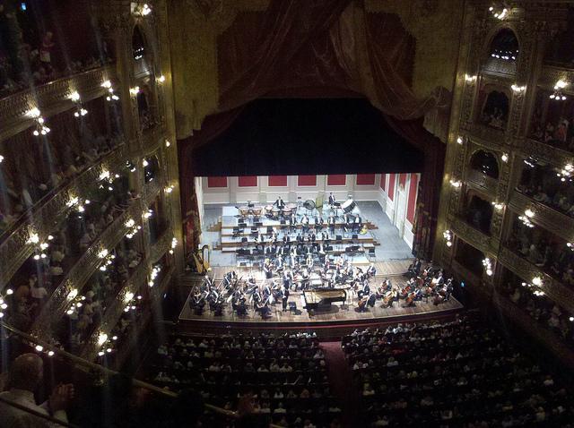 Orquesta Filarmónica de Buenos Aires, dirigida por Enrique Arturo Diemecke, en el Teatro Colón de Buenos Aires., 17 de noviembre de 2011.