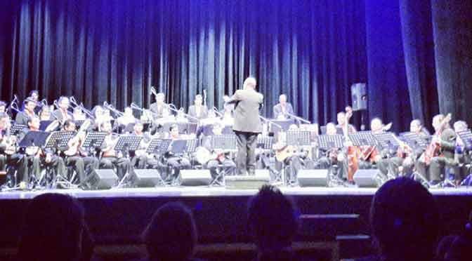 Astor Piazzolla y Tom Jobim, por la Orquesta de Instrumentos Andinos