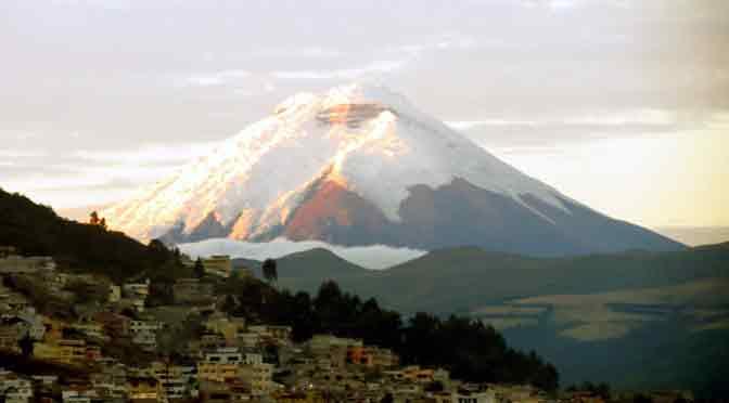 El volcán Cotopaxi, el centinela humeante de Quito