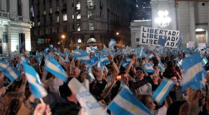 Analizarán protestas masivas y respuestas gubernamentales en la Argentina y Brasil