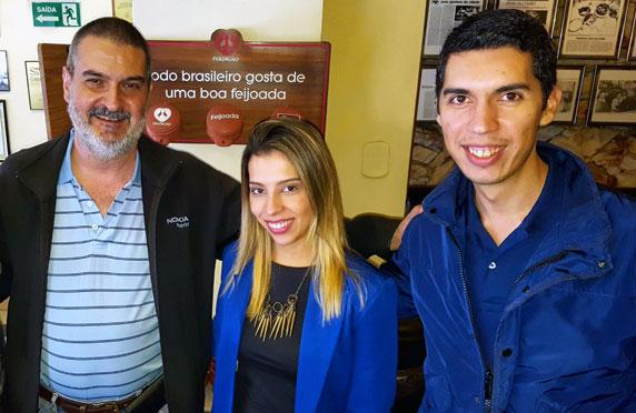 Con Déborah Oliveira y Vitor Cavalcanti. Restaurante Bolinha, Sao Paulo, Brasil, mayo.