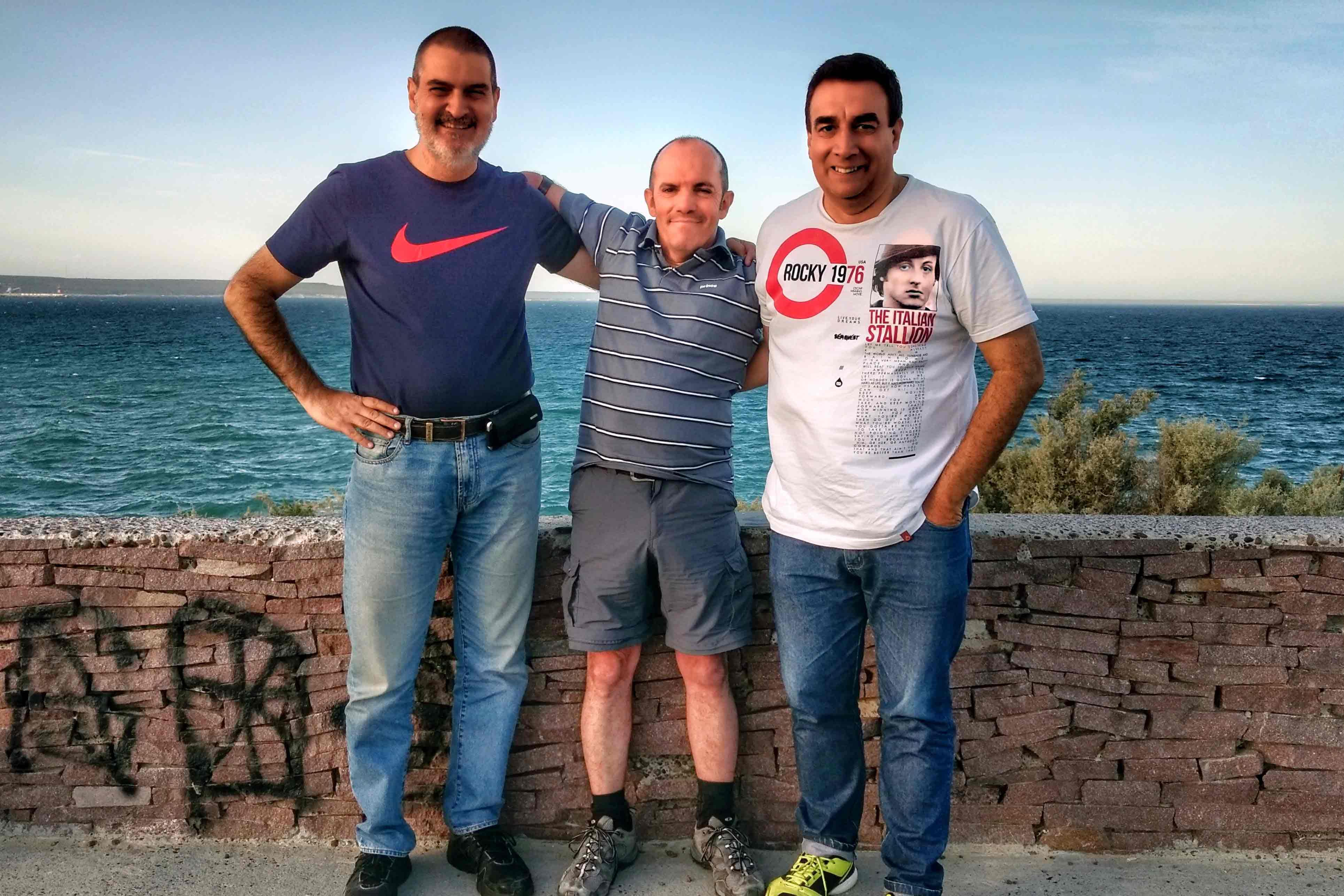 Con Luis María Di Filippo y Pablo González. Puerto Madryn, Chubut, diciembre.