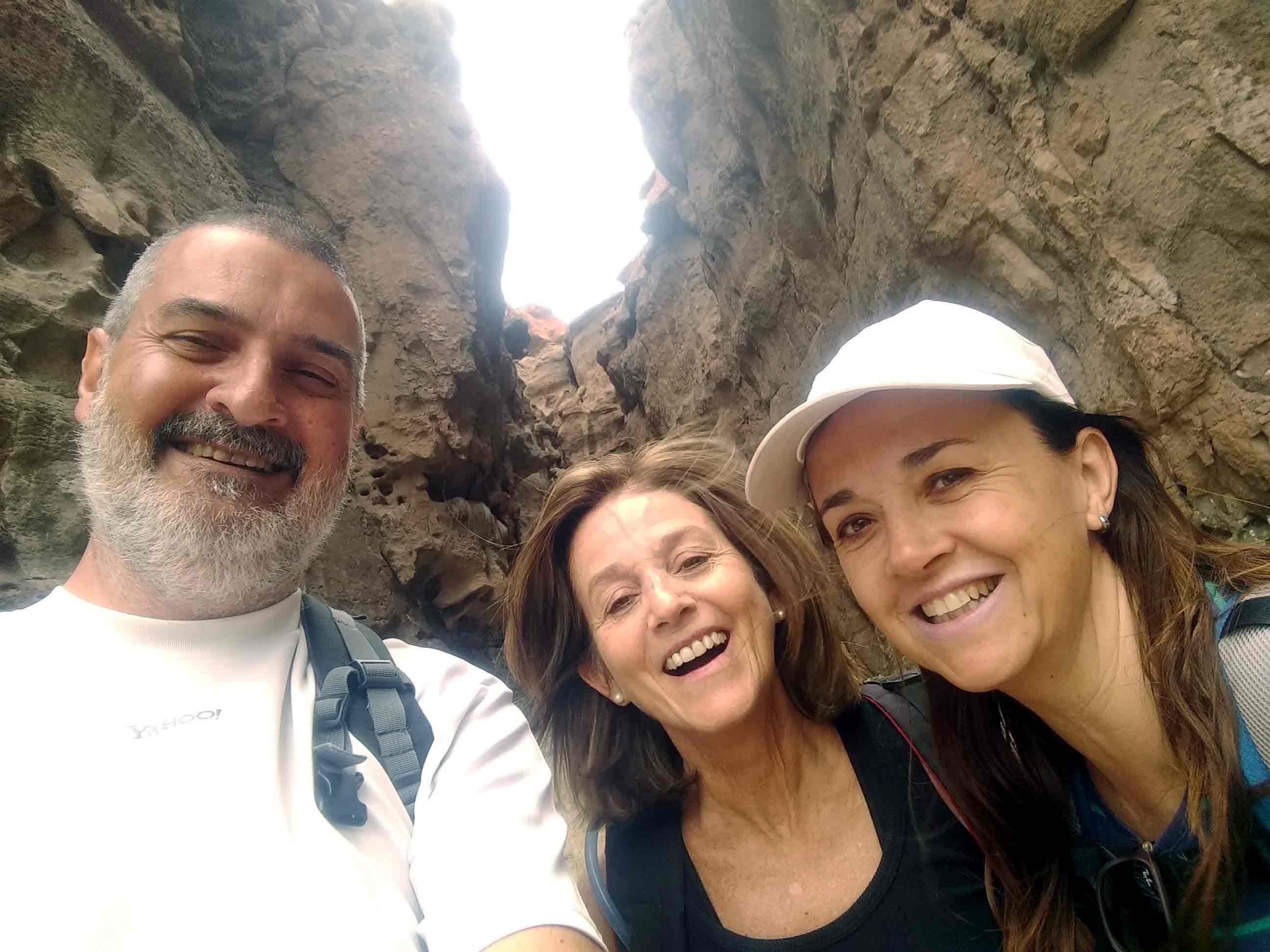 Con Liliana Merino y Lidia Garavano. Cañadón de la Buitrera, Chubut, diciembre.