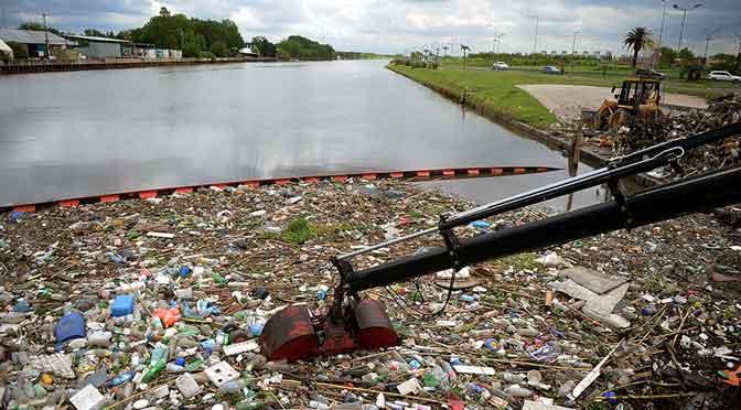 Científicos argentinos desarrollan técnicas para descontaminar aguas y suelos