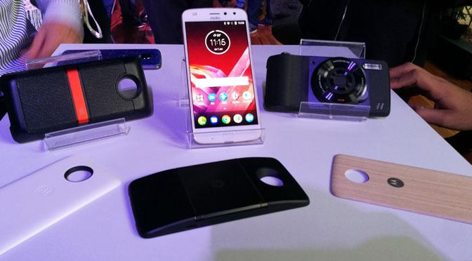 Motorola vuelve a sus raíces y lanza el Z2 Play con consola de juegos