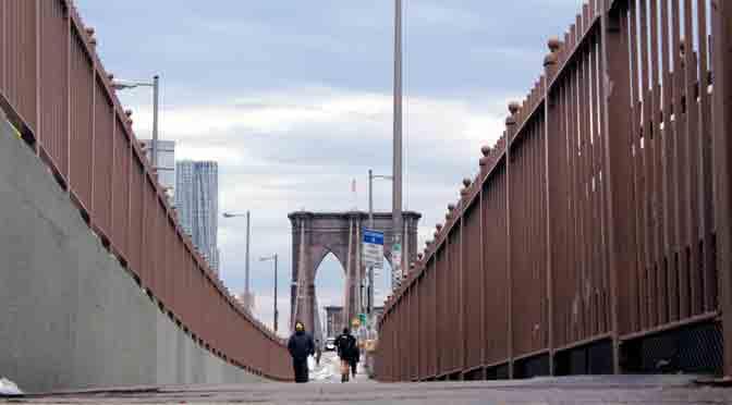 Al que madruga, Dios lo ayuda en el puente de Brooklyn