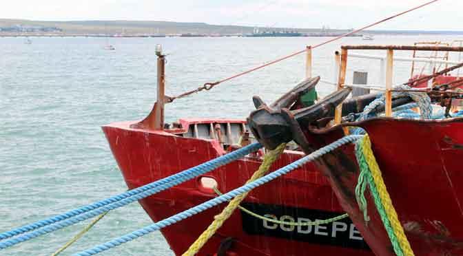 Escenas náuticas en el muelle Piedrabuena de Puerto Madryn