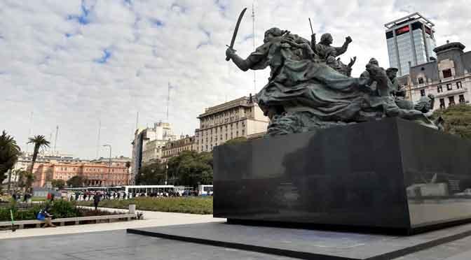 El monumento andariego a Juana Azurduy en Buenos Aires