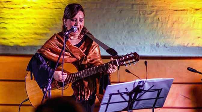 Sandra Costabel canta sobre las migraciones en América latina