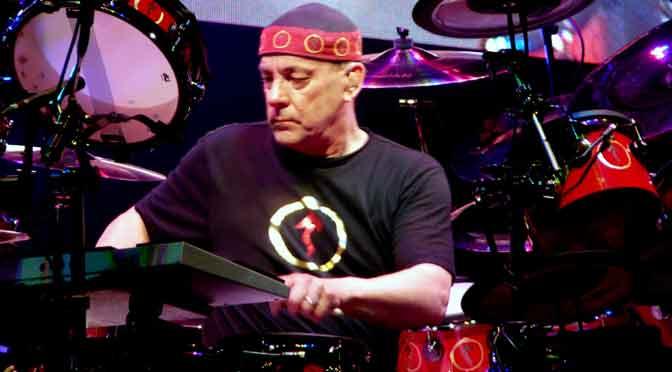 Las manos divinas de Neil Peart en la batería y el dolor