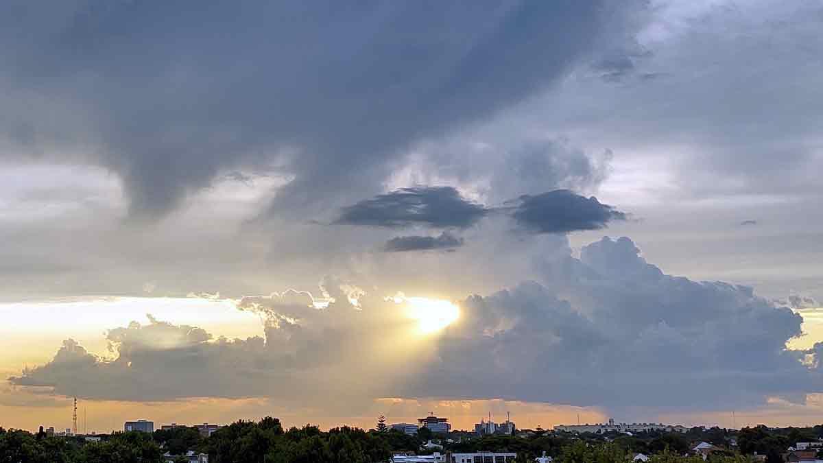 Evolución de atardecer con lluvia en Olivos, Buenos Aires, Argentina