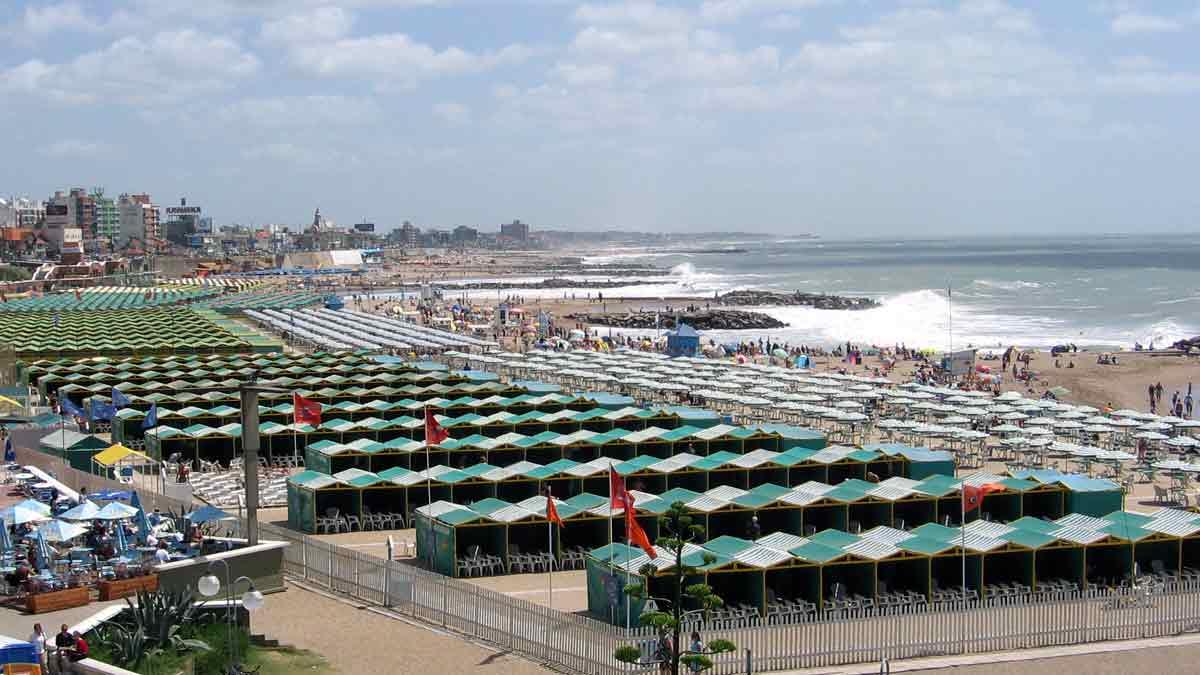 Sitio que alquila carpas y sombrillas en playas argentinas ya tiene más de 7.000 usuarios