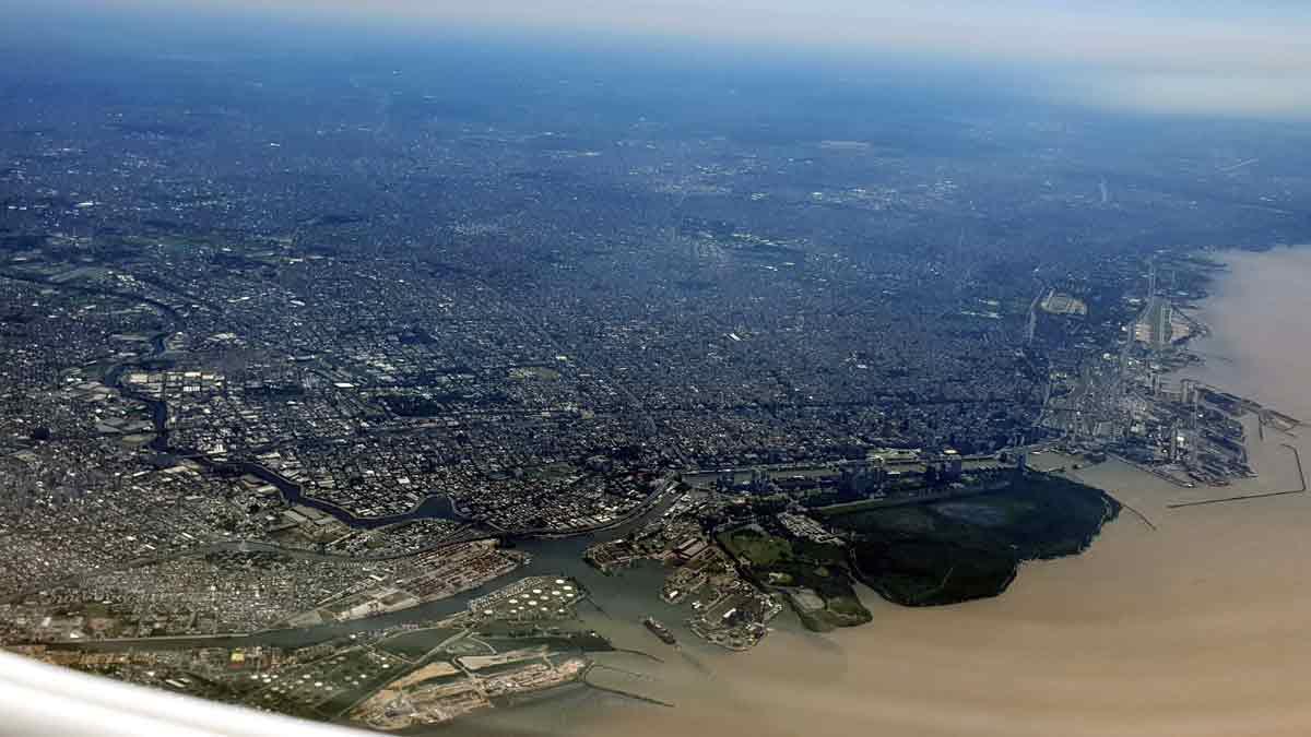 Crónica de un vuelo de Buenos Aires a Viedma: mi ciudad desde el aire
