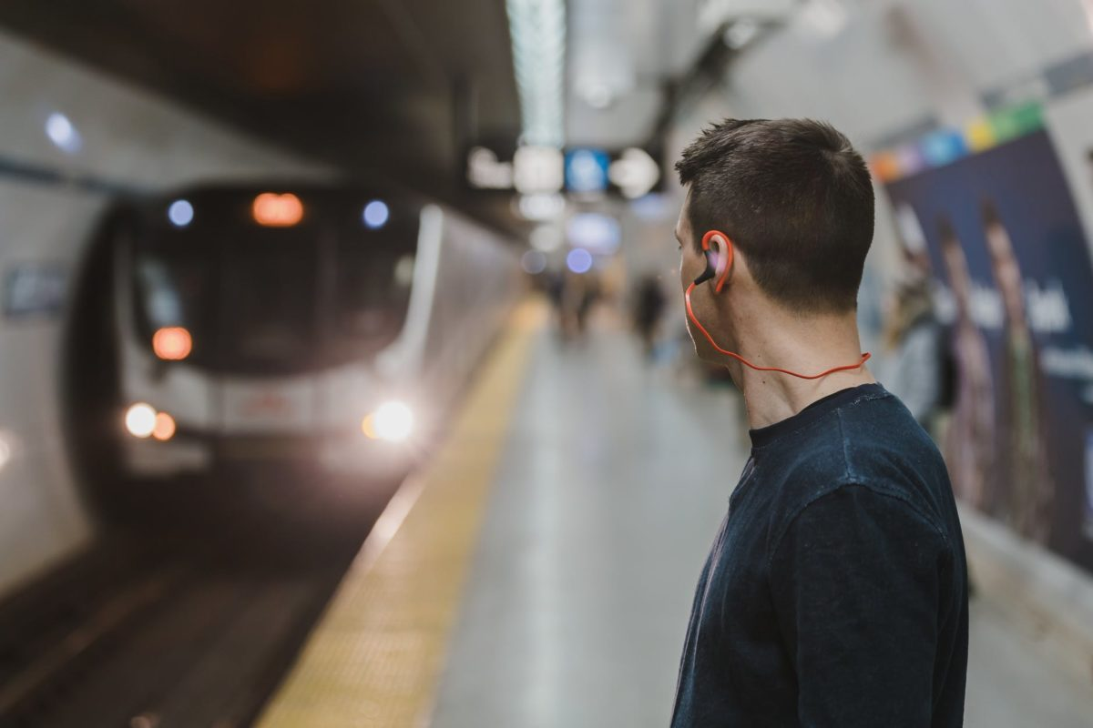 adult blur commuter earphone
