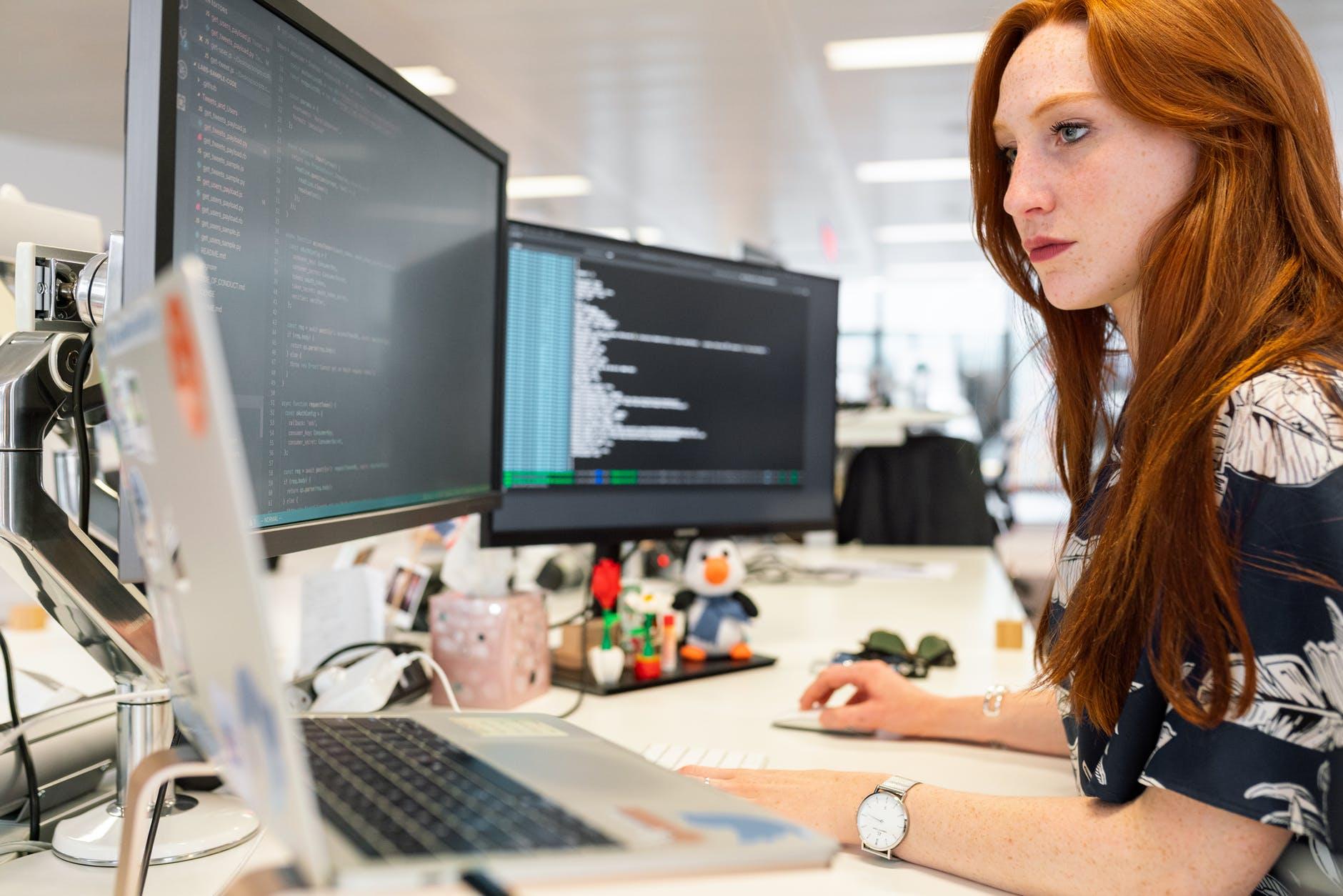 Brecha salarial: mujeres ganan 24% menos que varones